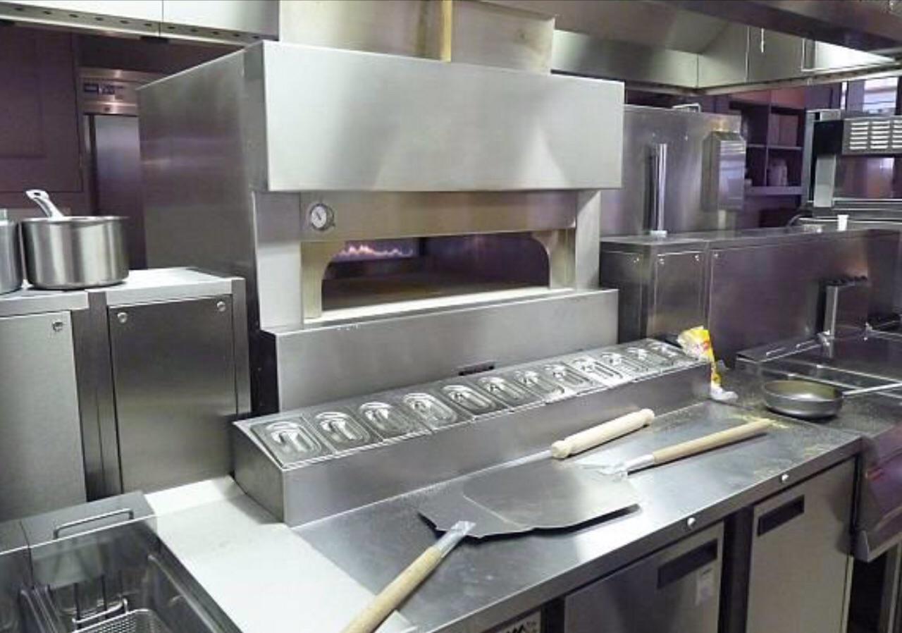 fotos-horno-pizza-proyectos-obras-aceroinnova-cocinas-hosteleria-restauracion-instalaciones-montaje-6