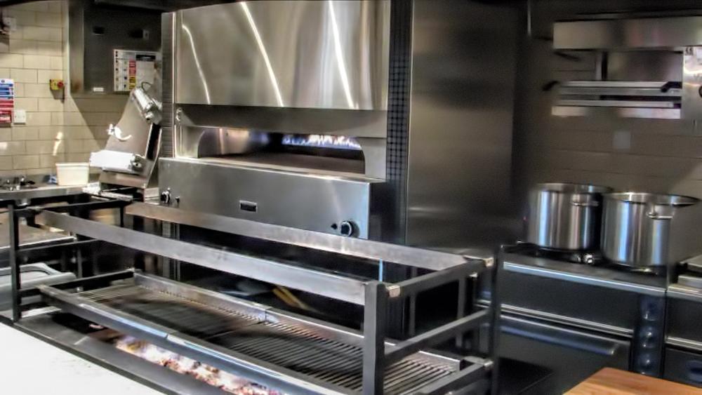 fotos-horno-pizza-proyectos-obras-aceroinnova-cocinas-hosteleria-restauracion-instalaciones-montaje-8