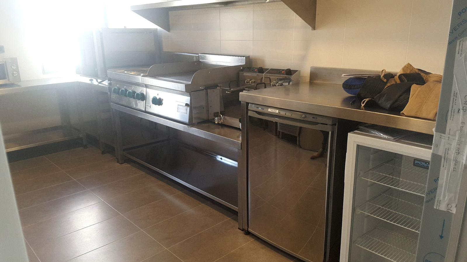 Dise o fabricaci n y montaje de cocina industrial del banco popular aceroinnova fabricante - Mobiliario de cocina industrial ...