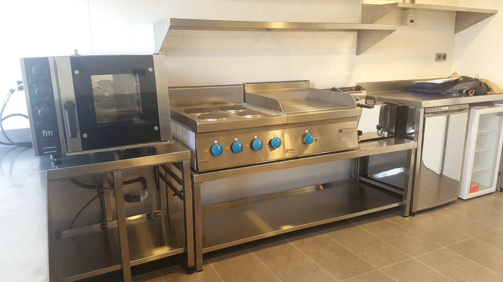 20 bonito maquinaria cocina im genes cocina industrial for Medidas banco cocina