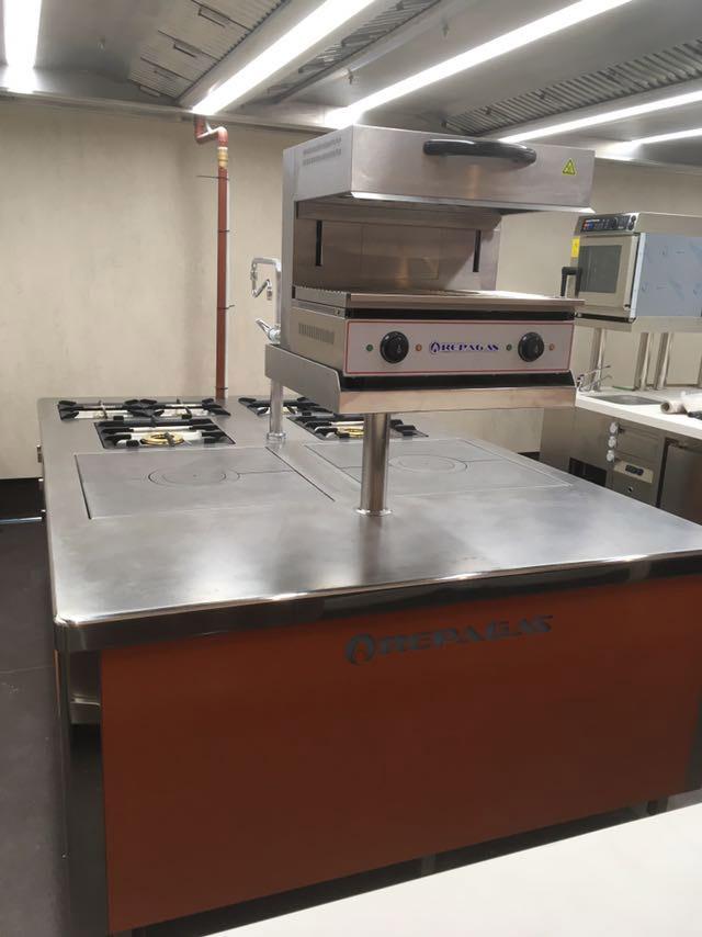 restaurante-el-bohio-proyecto-puesta-en-marcha-mobiliario-cocina-acero-inoxidable-madrid-instalacion-montaje-llave-en-mano1