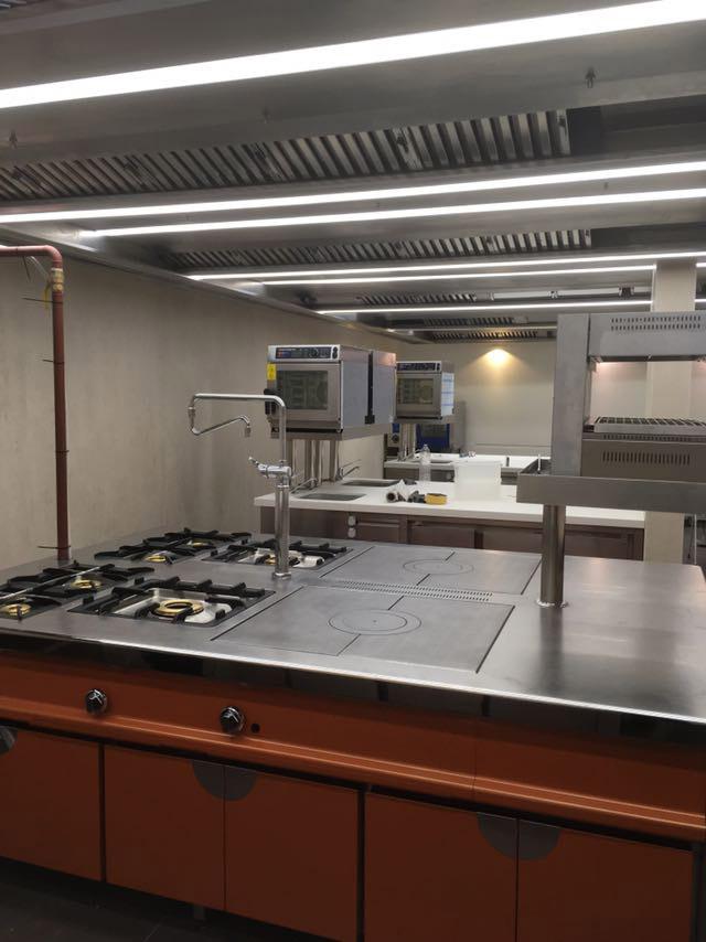 restaurante-el-bohio-proyecto-puesta-en-marcha-mobiliario-cocina-acero-inoxidable-madrid-instalacion-montaje-llave-en-mano2