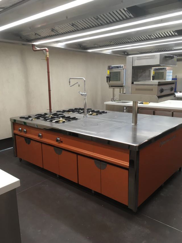 restaurante-el-bohio-proyecto-puesta-en-marcha-mobiliario-cocina-acero-inoxidable-madrid-instalacion-montaje-restauracion-cocina-hosteleria1