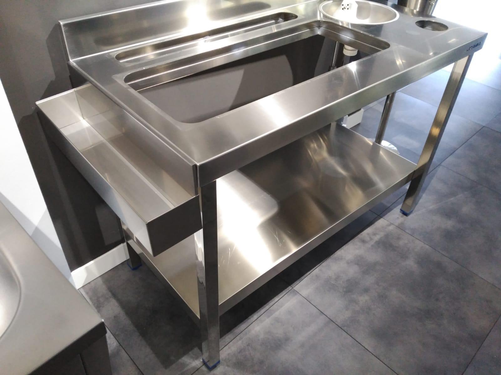 diseño fabricación fabricantes mobiliario maquinario accesorios acero inox acero inoxidable cocteleria cocktel instaladores instalación en toda españa madrid mesa barra fabrica