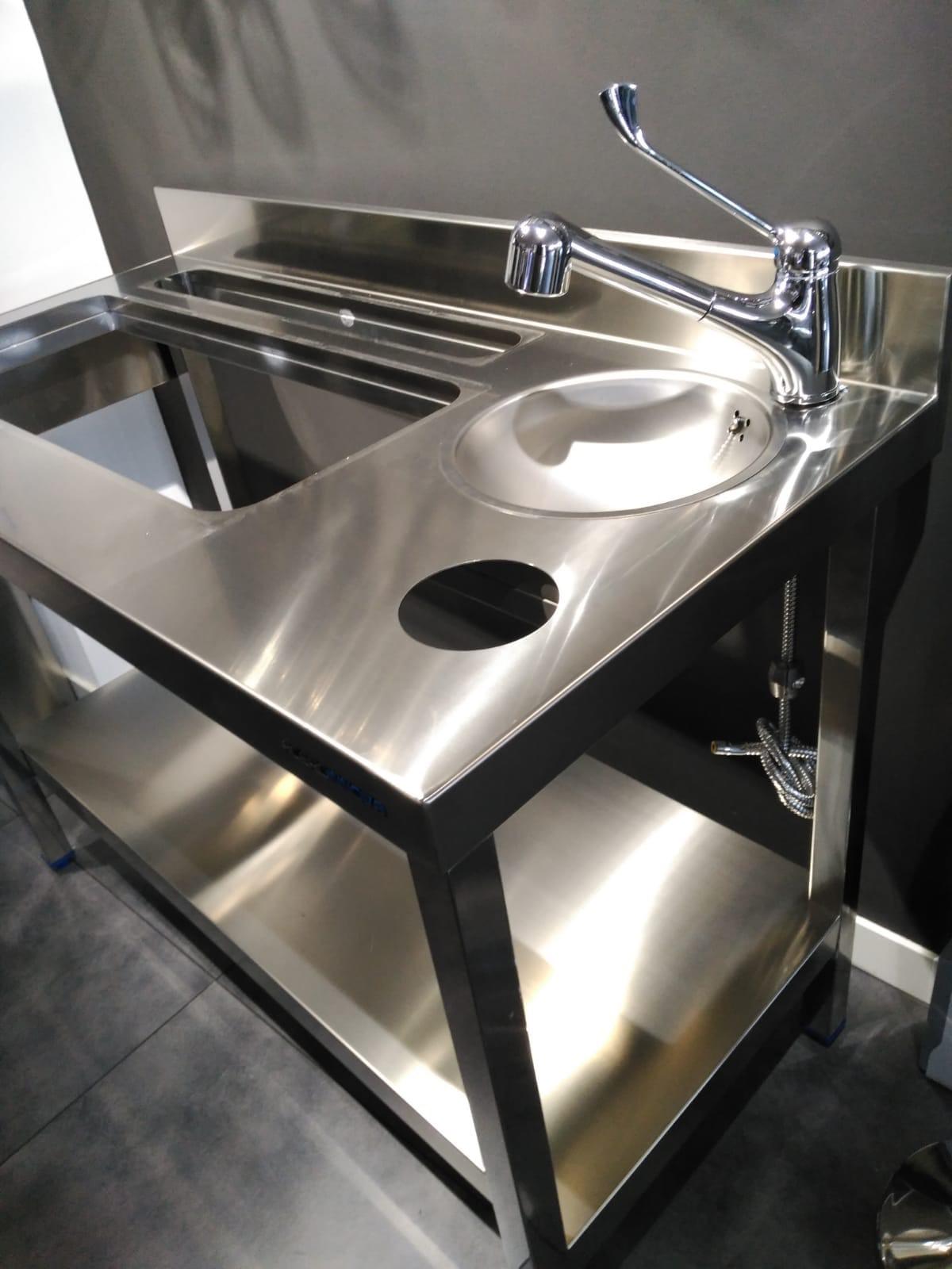 diseño fabricación fabricantes mobiliario maquinario accesorios acero inox acero inoxidable cocteleria cocktel instaladores instalación en toda españa madrid mesa