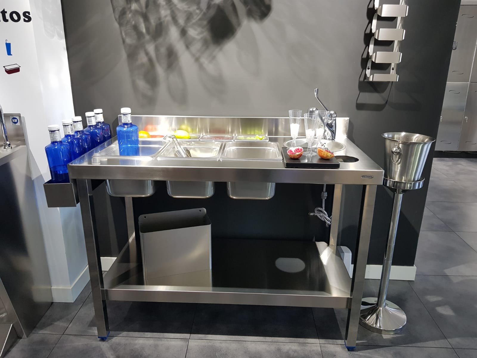 diseño fabricación fabricantes mobiliario maquinario accesorios acero inox acero inoxidable cocteleria cocktel instaladores instalación en toda españa madrid profesional