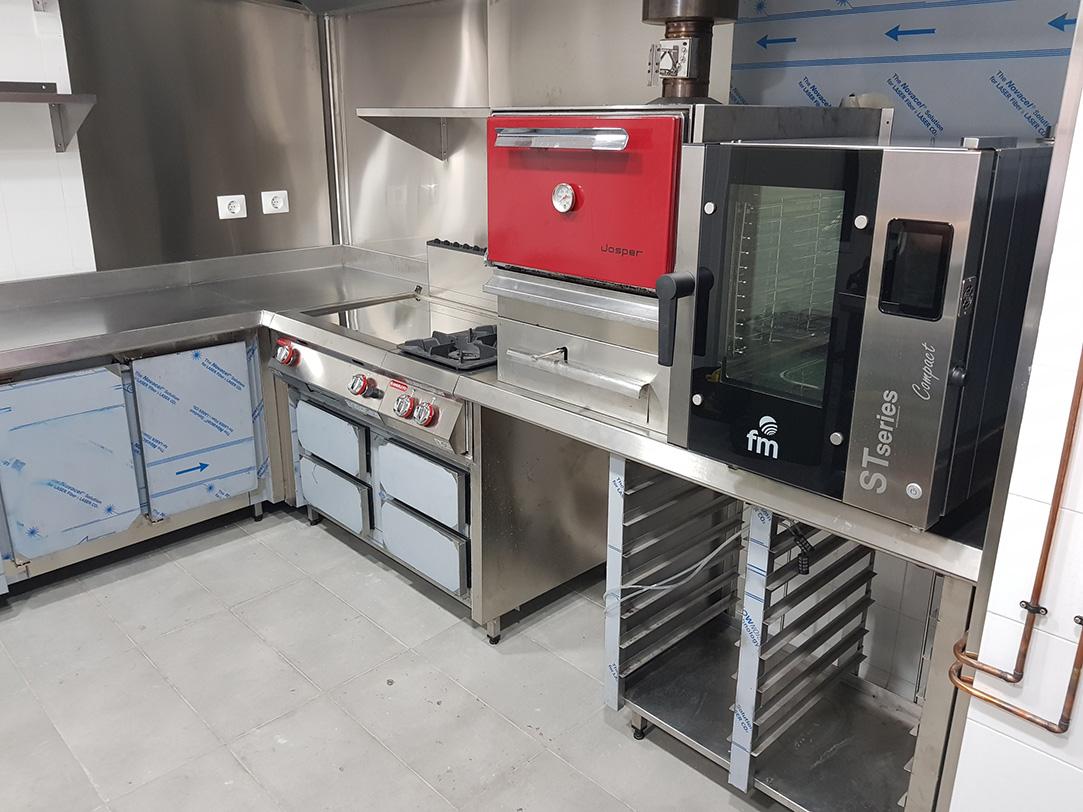 Fabricaci n a medida de cocina monoblock e instalaci n de for Instalacion cocina industrial