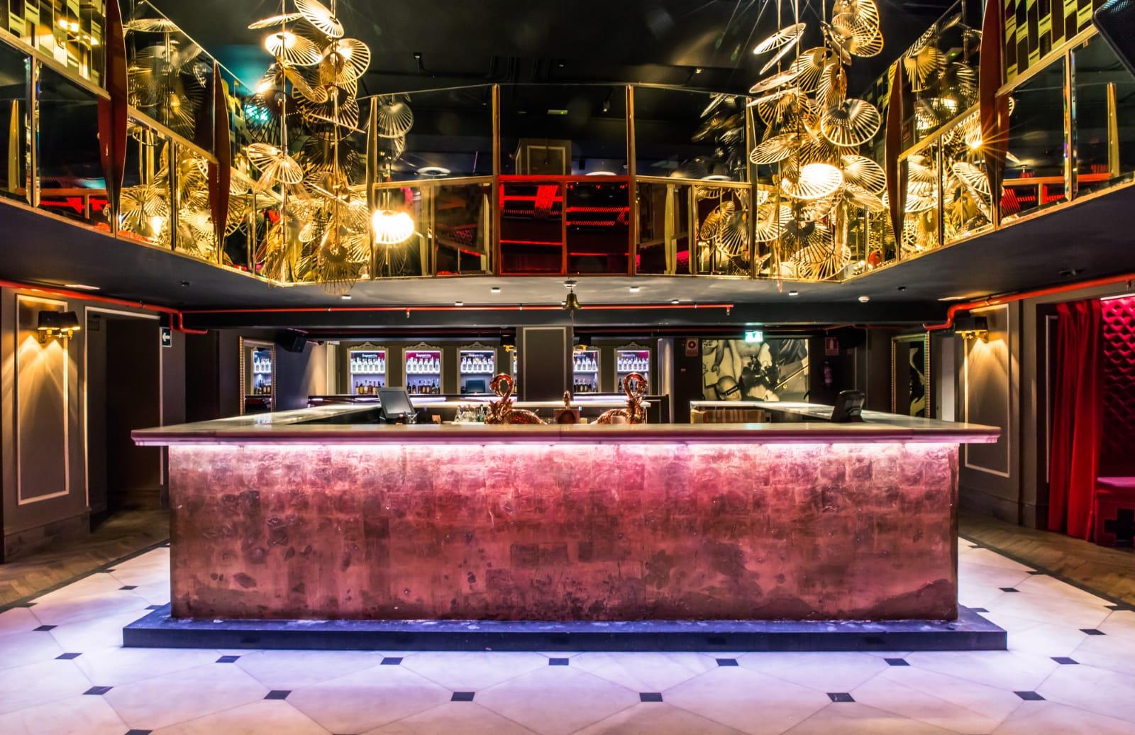 diseño-fabricacion-montaje-instalacion-barras-bares-discotecas-pubs-clubs-acero-inox-inoxidable-maquinaria-cocteleria-cocktail-cocteles-fabricantes-madrid-leds-eventos-fijas-portatiles-madrid