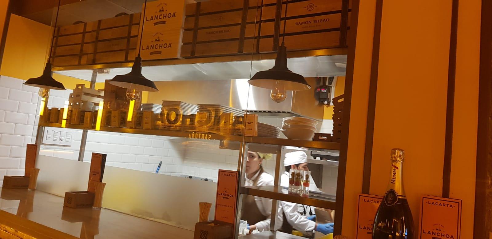 diseño-fabricación-instalación-proyecto-de-maquinaria-accesorios-menaje-mobiliario-acero-inox-inoxidable-restaurante-La-Anchoa-en-Madrid-sistema-extracción-de-humos-plano-hosteleria-interiorismo