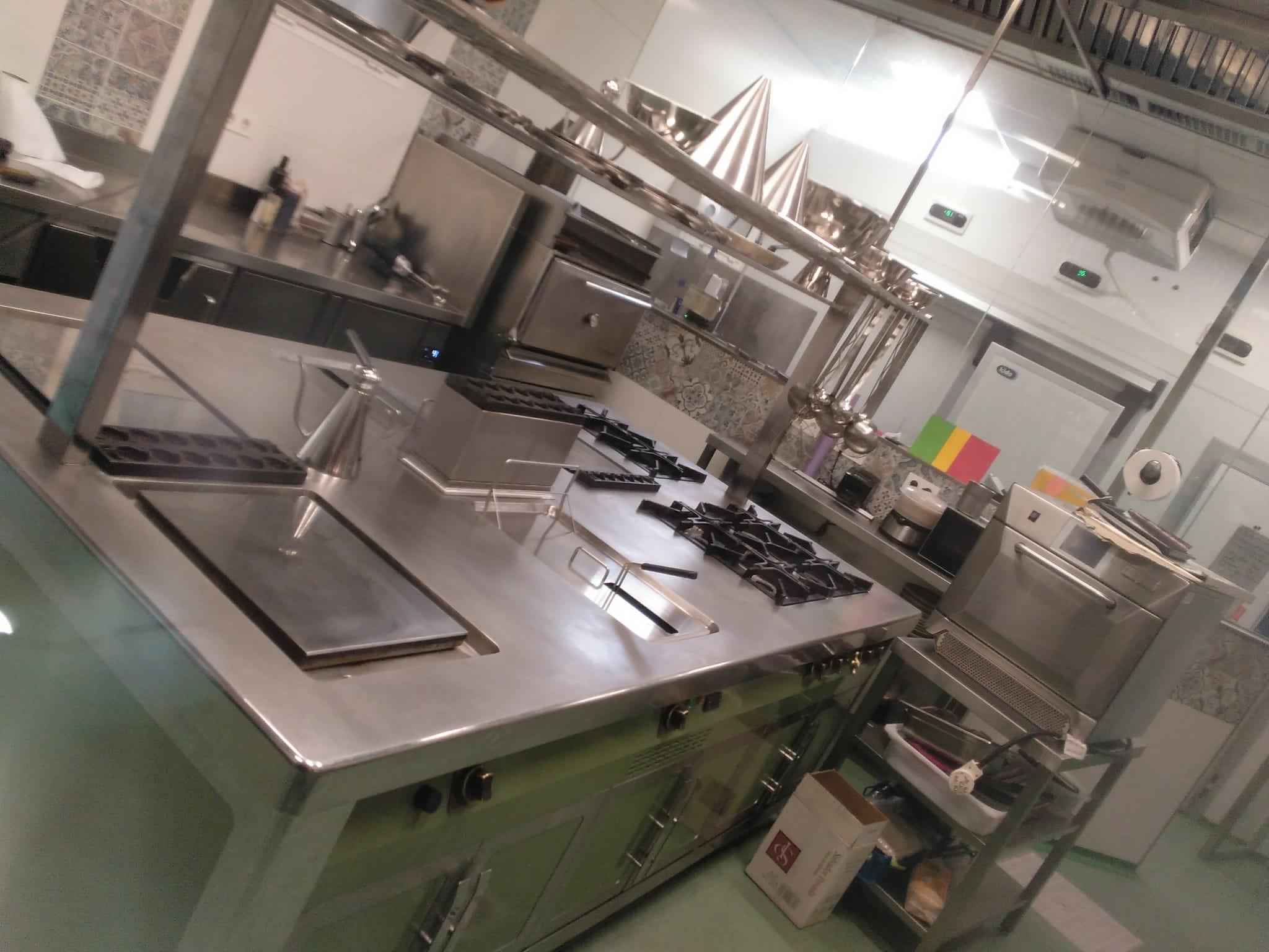 Diseño Fabricación Y Montaje De Cocinas Modulares Monoblock