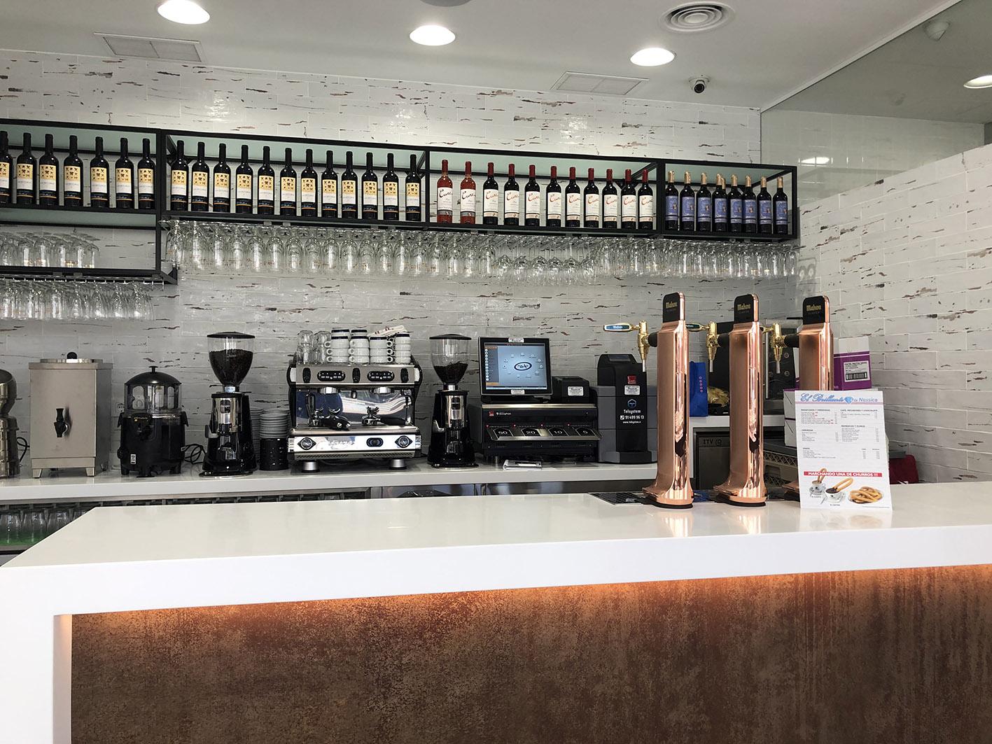 DISEÑO, FABRICACIÓN, INSTALACIÓN Y PUESTA EN MARCHA DEL NUEVO PROYECTO DEL RESTAURANTE EL BRILLANTE. SERVICIO PARA HOSTELERIA PROFESIONAL EN MADRID. Aceroinnova ha sido la empresa elegida para la puesta en marcha del nuevo restaurante El Brillante en el Centro Comercial Nassica en Getafe (Madrid). Aceroinnova ha diseñado y llevado a cabo el nuevo proyecto de esta reconocida empresa de Madrid y en la que hemos tenido la colaboración del empresa Repagas en la realización de diversa maquinaria de la cocina del bar restaurante. Aceroinnova, realiza y coordina cualquier proyecto de hosteleria horeca restauración, ya sea para restaurantes, bares, pubs, discotecas, hoteles, etc… y sea cual sea el volumen del proyecto. Ya sea a nivel de cualquier tipo de mobiliario, maquinaria, bufés bufets, comedores, zonas accesorias, maquinaria y zonas de frío, todo adaptado e instalado según sus necesidades para conseguir el éxito de nuestros clientes.
